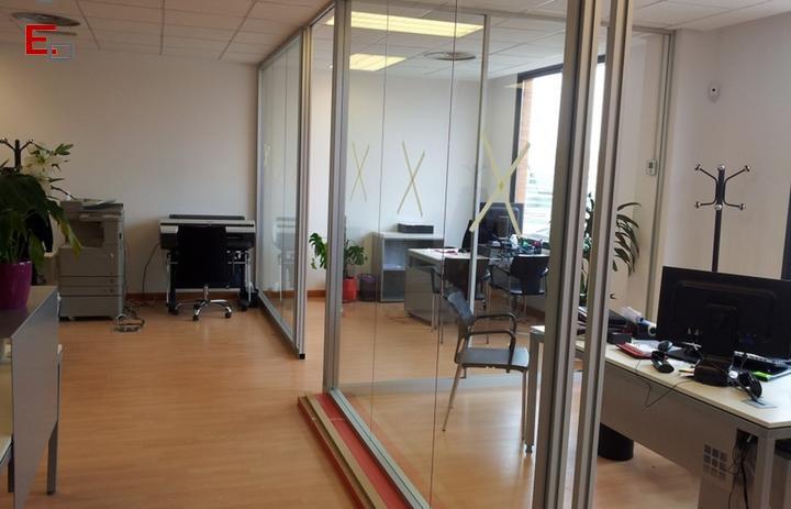 Ideas para dividir estancias y ganar espacio en la oficina