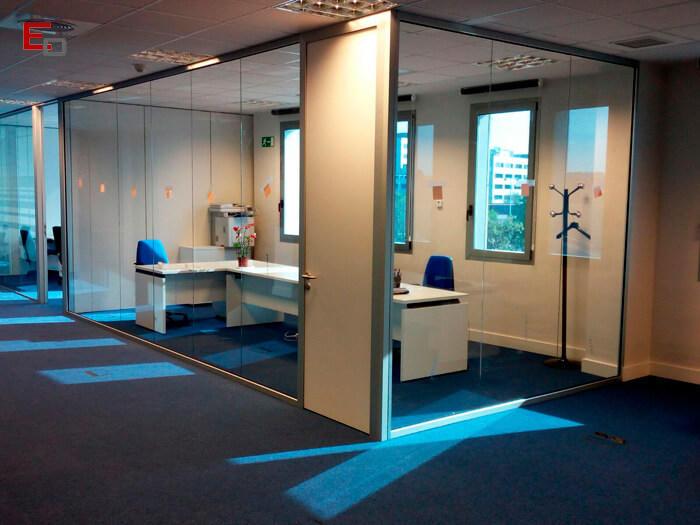 Reforma de oficinas madrid mamparas tabiques suelos y for Mamparas oficina segunda mano